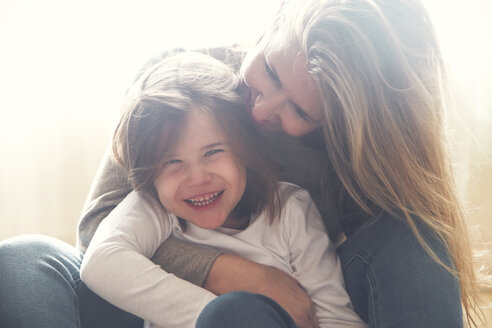 Portrait of happy little girl at home with her mother - RTBF00763