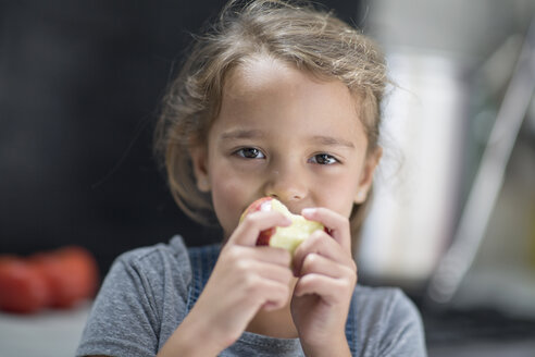 Little girl eating an apple - ZEF13310