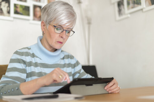 Senior woman using tablet at home - FRF00502