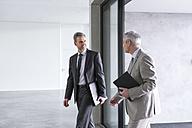Two businessmen having an informal meeting - DIGF01537