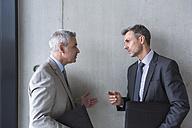 Two businessmen having an informal meeting - DIGF01540