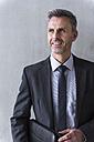 Portrait of a mature businessman - DIGF01546