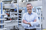 Portrait of a manager on the shop floor of a factory - DIGF01666
