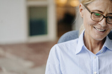 Portrait of smiling businesswoman wearing glasses - JOSF00723
