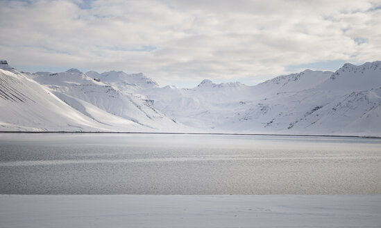 Iceland, water and snow-covered mountains - EPF00427