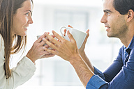 Young couple in love holding coffee cups - SIPF01570