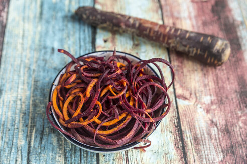 Carrot noodles in a bowl - SARF03280
