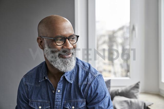 Mature man smiling,  portrait - FMKF03730 - Jo Kirchherr/Westend61