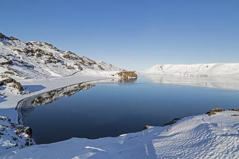 Iceland, Reykjanes Peninsula, Kleifarvatn in winter - MELF00174