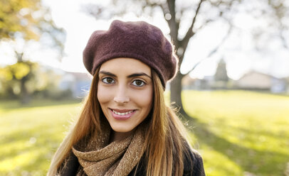 Portrait of smiling young woman wearing beret in autumn - MGOF03203