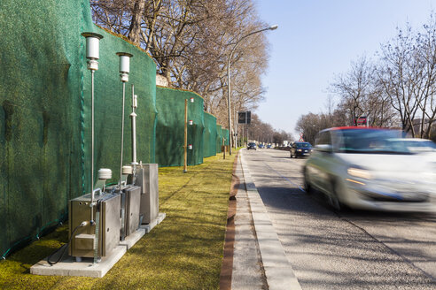 Germany, Stuttgart, measuring station for fine dust and moss wall at Bundesstraße 14 - WDF03992