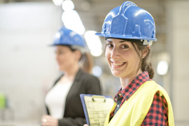 Women working together in concrete factory - JASF01584