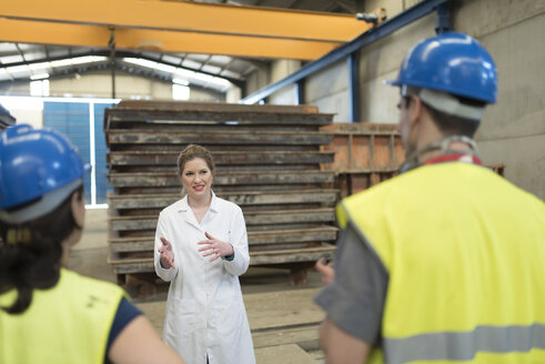 Scientist briefing workers in factory - JASF01605