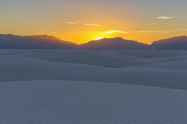 USA, New Mexico, Chihuahua Desert, White Sands National Monument, landscape at sunrise - FOF09193