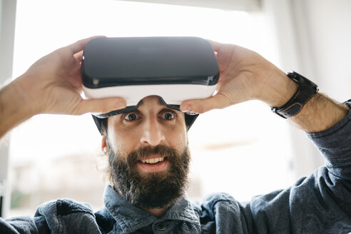 Portrait of starring man with Virtual Reality Glasses - JRFF01309