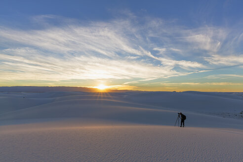 USA, New Mexico, Chihuahua Desert, White Sands National Monument, man photographing - FOF09207