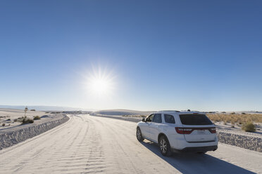 USA, New Mexico, Chihuahua Desert, White Sands National Monument, SUV on piste - FOF09210