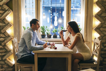 Young couple drinking wine in a restaurant at Valentine's Day - MOMF00083