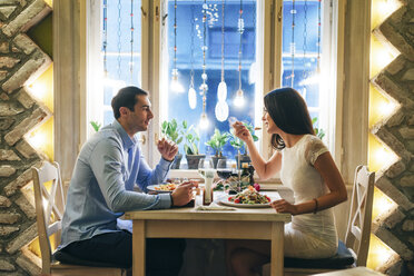 Couple having dinner in a restaurant - MOMF00104