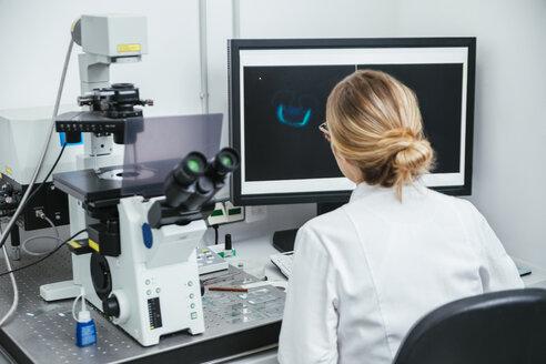 Laboratory technician working in modern lab - ZEDF00578