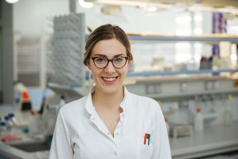 Portrait of smiling laboratory technician in lab - ZEDF00587