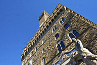 Italy, Florence,  Palazzo Vecchio seen from below - LOMF00546