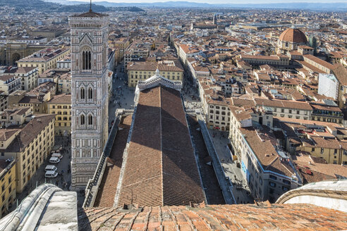 Italy, Florence, view to Campanile di Giotto and roof of Basilica di Santa Maria del Fiore from above - LOMF00549