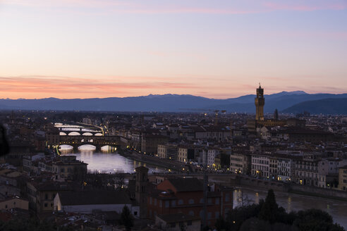 taly, Florence, cityscape with Palazzo Vecchio at sunset - LOMF00558