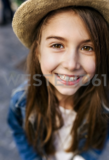 Portrait of a smiling girl wearing a hat outdoors - MGOF03216
