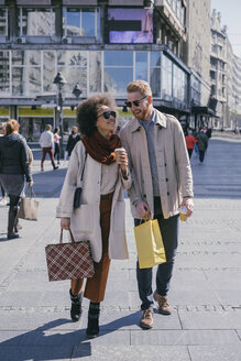 Happy couple shopping in the city - MOMF00143