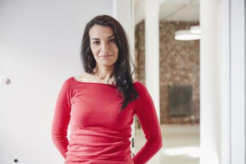 Portrait of a confident businesswoman - RHF01858