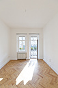Empty room with herringbone parquet  and opened balcony door - FCF01166