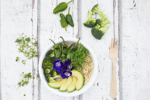 Detox bowl of brokkoli, quinoa, avocado, Pimientos de Padron, cress and pansies - LVF06055