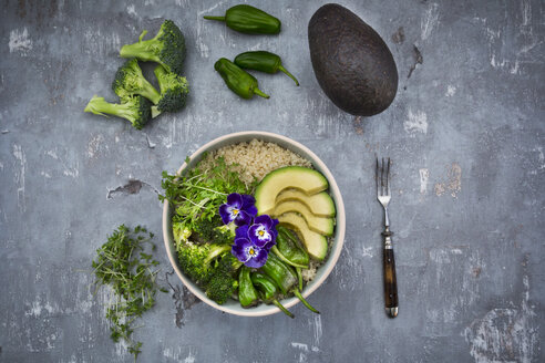Detox bowl of brokkoli, quinoa, avocado, Pimientos de Padron, cress and pansies - LVF06058