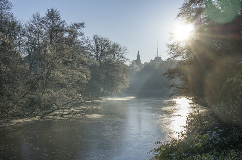 Germany, Bremen, Am Stadtgraben in winter - PVCF01074