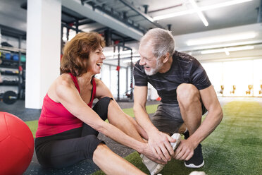 Happy senior couple exercising in gym - HAPF01475