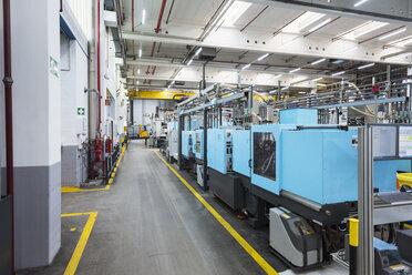 Machines on factory shop floor - DIGF01801