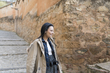 Spain, Granada, smiling young woman with camera at the Alhambra - JASF01743