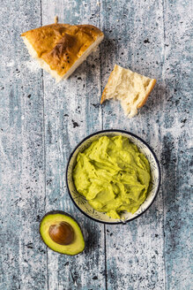 Bowl of avocado hummus, half of avocado and flat bread - SARF03306