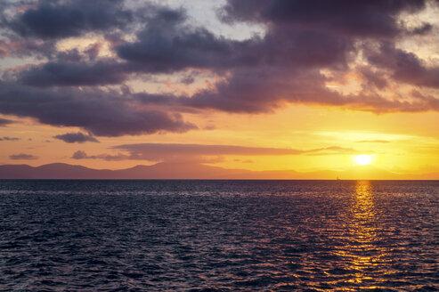 Australia, Queensland, Whitsunday Island, sunset above the ocean - PUF00633