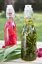 Swing top bottle of chopped ramson in olive oil - YFF00664