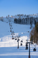 Germany, Bavaria, Bavarian Forest in winter, Arber cable car, Great Arber ski area - SIEF07416