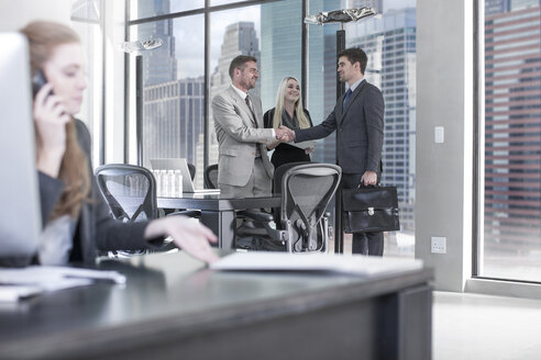 Businessman meeting clients in meeting boardroom - ZEF13595