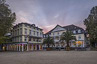 Germany, Bad Pyrmont, Brunnenplatz in the evening - PVCF01084