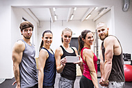Group of young athetes taking selfies in gym - HAPF01543