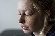 Portrait of a young blond woman - VABF01346