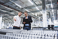 Two men talking in factory shop floor - DIGF02188