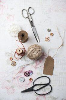 Sewing kit  with yarn and scissors - MYF01912
