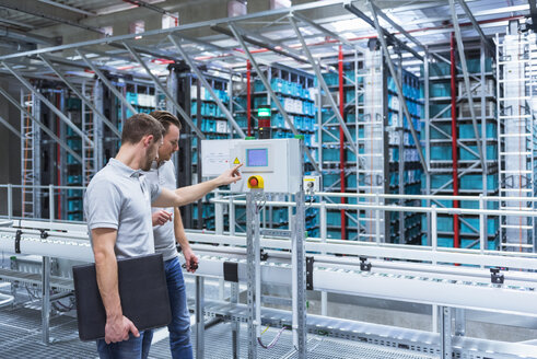 Two men in automatized high rack warehouse - DIGF02333