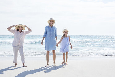 Mother daughter and grandmother spending a day at the beach - SRYF00408
